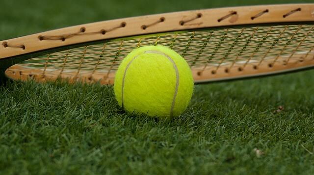 pista de tenis de cesped artificial