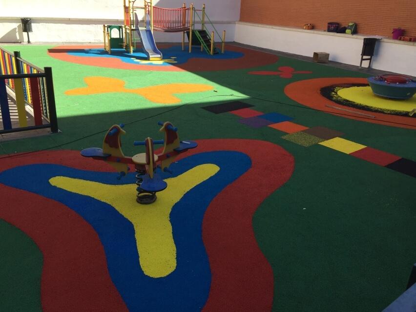 instalacion suelo patio de colegio